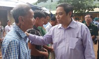 Head of the Party Central Committee's Organizational Commission visits flood victims