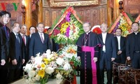 Officials extend X'mas greetings to Catholics across Vietnam
