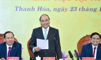 PM Nguyen Xuan Phuc works with Thanh Hoa provincial leaders