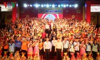 HCMC helps poor students enjoy Tet celebrations