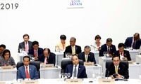 PM Nguyen Xuan Phuc attends G20 Summit sessions