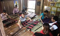 Van Kieu-Pa Ko revive traditional broacade weaving
