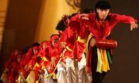L'amour de Hanoï commence avec les anciennes danses