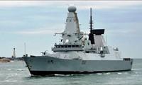 Le destroyer Daring de la Marine royale britannique quitte Danang
