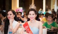 Miss Vietnam 2012 Đặng Thu Thảo brillante aux côtés de ses dauphines