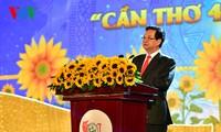 Les 40 ans de la réunification nationale fêtés à Hau Giang et à Can Tho