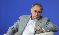"""Vladimir Poutine déplore """"le manque d'indépendance"""" de l'Europe face aux États-Unis"""