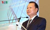 Le vice-Premier ministre Vu Van Ninh au forum éducatif Vietnam-Royaume Uni