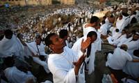 Près de La Mecque, les pèlerins se préparent au rituel de la lapidation