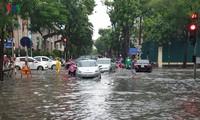 """""""Hoàn Kiêm sous la pluie:  Une après-midi qui tombe à l'eau?"""""""