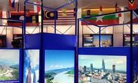 Pameran : ASEAN-48 tahun damai dan berkembang-20 tahun Vietnam menjadi anggota ASEAN