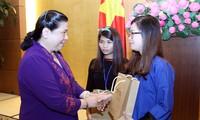 Partai Komunis dan Negara Vietnam selalu memperhatikan para pelajar di daerah pemukiman etnis minoritas