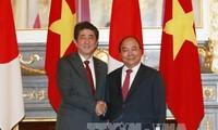 PM Nguyen Xuan Phuc melakukan pembicaraan dengan PM Jepang, Shinzo Abe