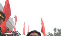 """Penyair Hung Dinh Quy dan kisah tentang tiang bendera di puncak gunung Lung Cu"""""""
