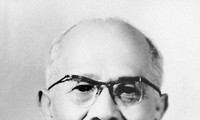 Presiden Ton Duc Thang-Teladan yang cerah tentang semangat revolusioner, selalu mendekati dan merapati rakyat