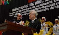 Mengadakan dengan khidmat upacara belasungkawa untuk mantan Sekjen Do Muoi