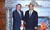 PM Nguyen Xuan Phuc melakukan pertemuan dengan Ketua Majelis Rendah dan Ketua Majelis Tinggi Jepang