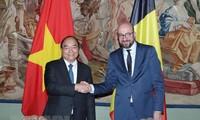 PM Nguyen Xuan Phuc melakukan pembicaraan dengan PM Belgia, Charles Michel