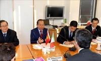 Deputi PM Truong Hoa Binh melakukan pertemuan dengan pimpinan Dewan Hukum Nasional Italia