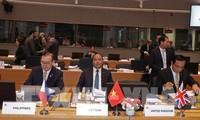 PM Nguyen Xuan Phuc mengeluarkan tiga rekomendasi penting di depan ASEM-12