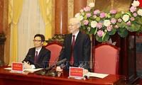 Sekjen, Presiden Nguyen Phu Trong menemui rombongan pelajar dan mahasiswa tipikal yang terkemuka