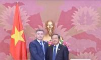 Delegasi Partai Nur Otan mengunjungi Viet Nam
