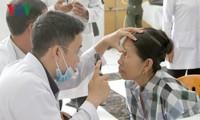 Dokter Viet Nam memberikan cahaya kepada para pasien miskin Kamboja