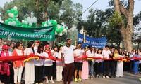 Ribuan orang ikut serta dalam lomba Lari demi Anak-Anak Kota Ha Noi 2018