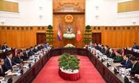 PM Nguyen Xuan Phuc melakukan pembicaraan dengan PM Kamboja, Hun Sen