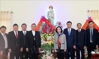 Kepala Departmen Penggerakan Massa Rakyat KS PKV Truong Thi Mai mengucapkan selamat sehubungan Hari Natal di Keuskupan Bui Chu, Provinsi Nam Dinh