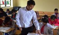 Pak guru Phan Van Thang, guru yang penuh dengan vitalitas di daerah pegunungan Provinsi Yen Bai