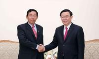 Deputi PM Vuong Dinh Hue menerima delegasi tingkat tinggi Partai Persatuan dan Pengembangan Federasi Myanmar
