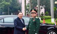 Deputi PM, Menhan Kerajaan Thailand melakukan kunjungan resmi di Viet Nam