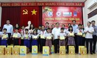 Ketua MN Nguyen Thi Kim Ngan mengunjungi dan memberikan bingkisan Hari Raya Tet kepada keluarga yang mendapat kebijakan prioritas di Kota Can Tho