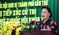 Ketua MN Nguyen Thi Kim Ngan melakukan kontak dengan pemilih Kota Can Tho