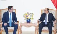 PM Nguyen Xuan Phuc menerima investor besar Filipina di Viet Viet Nam