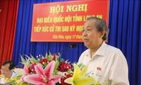 Deputi Harian PM Truong Hoa Binh melakukan kontak dengan pemilih Kabupaten Duc Hoa, Provinsi Long An