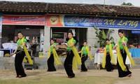 Mengkonservasikan dan mengembangkan kebudayaan di daerah pemukiman warga etnis minoritas
