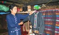 Menghidupkan kembali kerajinan menenun kain ikat dari warga etnis-etnis minoritas Van Kieu dan Pa Co