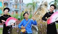 Budaya warna nila dan ciri lemah lembut dari pakaian perempuan etnis minoritas Tay