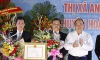 PM Nguyen Xuan Phuc menghadiri acara mengumumkan tercapainya standar pedesaan baru di Provinsi Binh Dinh