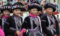 Busana tradisional perempuan etnis minoritas Lu di Provinsi Lai Chau