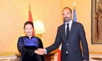 ประธานสภาแห่งชาติเหงวียนถิกิมเงินพบปะกับนายกรัฐมนตรีฝรั่งเศสEdouard Philipp
