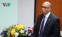 Vietnam condecora al embajador cubano por sus aportes al desarrollo de los lazos binacionales