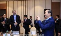 El presidente vietnamita conversa con ejecutivos de varias empresas estadounidenses