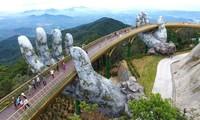 India interesado en estructuras simbólicas como el Puente Dorado de Vietnam