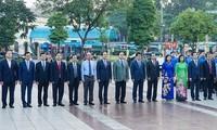Líderes de Hanói conmemoran 101 aniversario de la Revolución de Octubre