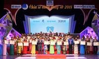 Honran a profesores vietnamitas dedicados a los niños discapacitados
