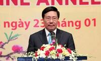 Canciller vietnamita aplaude contribuciones de representantes diplomáticos extranjeros