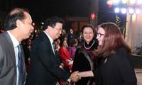 Vietnam brinda atención especial a la diplomacia popular